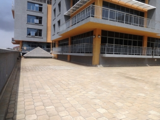 C088:prestigious  building with a mixture supermarkets, shops, and offices in Kilimani.(775sq ft)